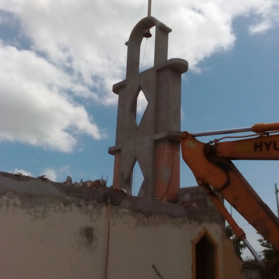 Derribo de iglesia de San Juan Bosco