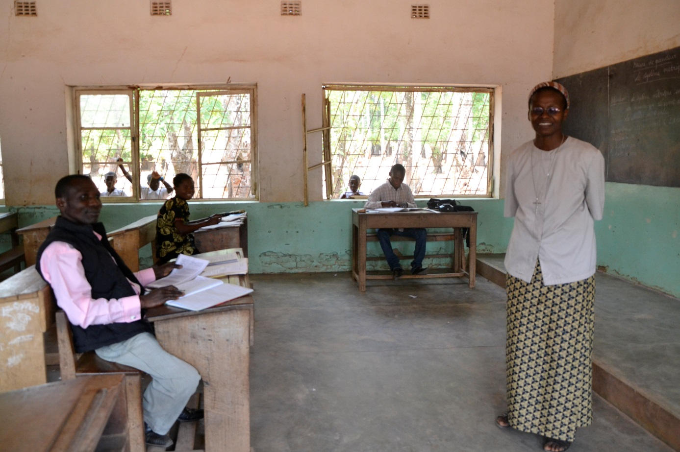 Infraestructuras en centro educativo femenino rural en for Oficina 2038 bankia