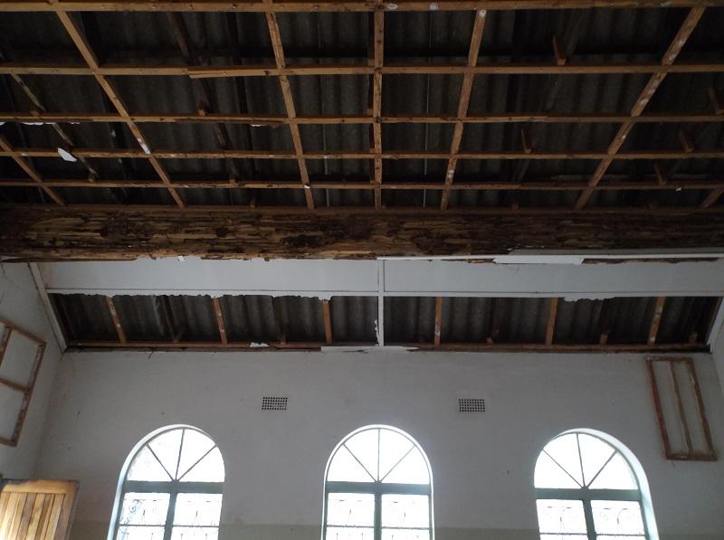 Retechado de la iglesia de san andr s en lubanda zimbabwe for Oficina 2038 bankia