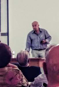 El Dr. Navarro durante su intervención en el encuentro.