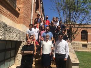 Grupo de jóvenes con D. Arturo García (Delegado de misiones y Presidente de la Fundación Ad Gentes) y la Hna. Izaskun.